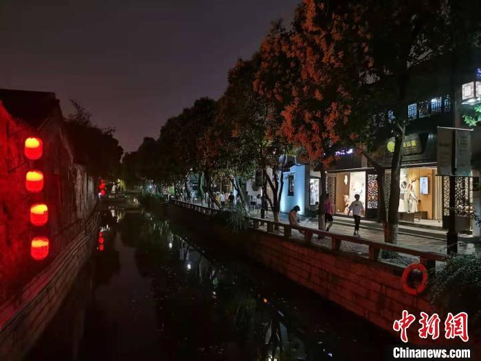 夜幕下的苏州平江路。(资料图) 钟升 摄