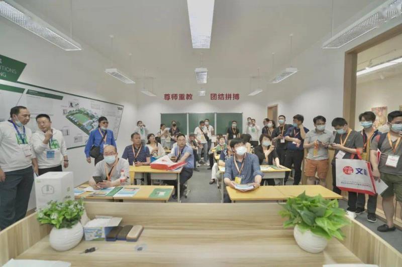"""雷士照明携""""智慧校园""""亮相教育装备展,守护青少年光健康未来"""