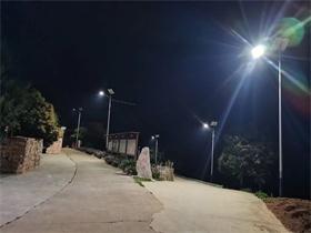 太陽能鯤鵬燈效果圖